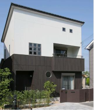 【個性が光るモダンなデザイン住宅】
